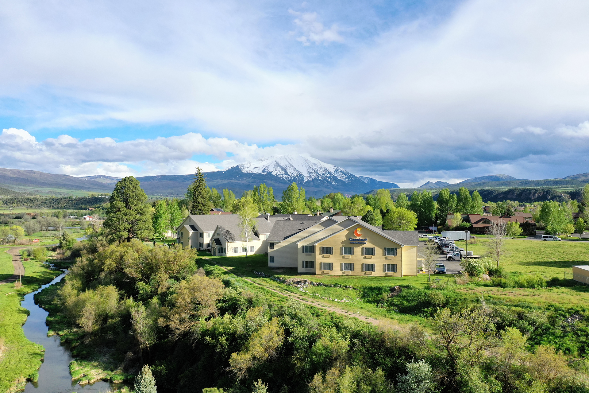 Aerial footage of the exterior of Carbondale Comfort Inn, Mt. Sopris in the background
